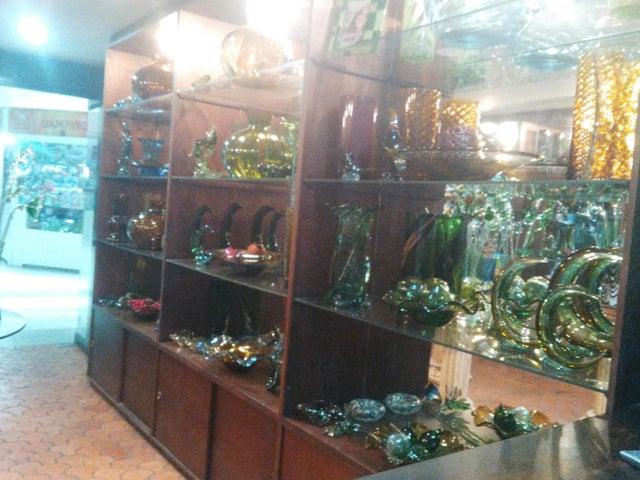 Local Comercial Zulia>Maracaibo>Avenida El Milagro - Alquiler:543.000.000 Precio Referencial - codigo: 18-8673