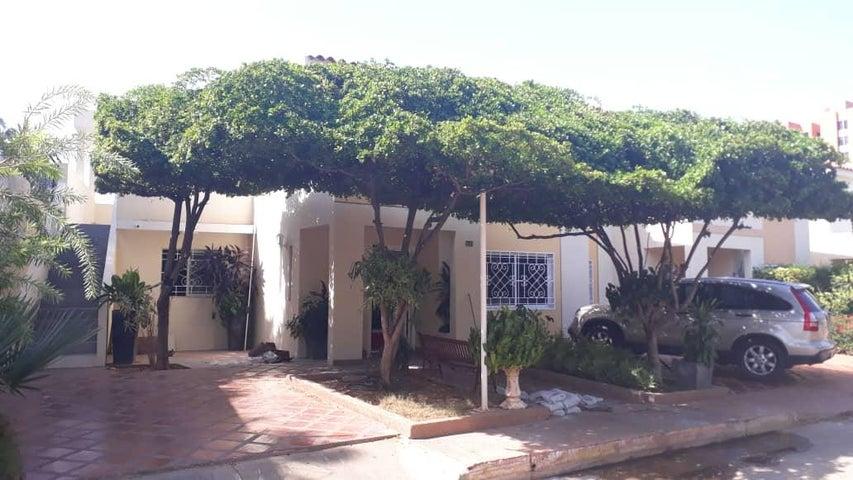 Townhouse Zulia>Maracaibo>Fuerzas Armadas - Venta:50.000 Precio Referencial - codigo: 18-8679