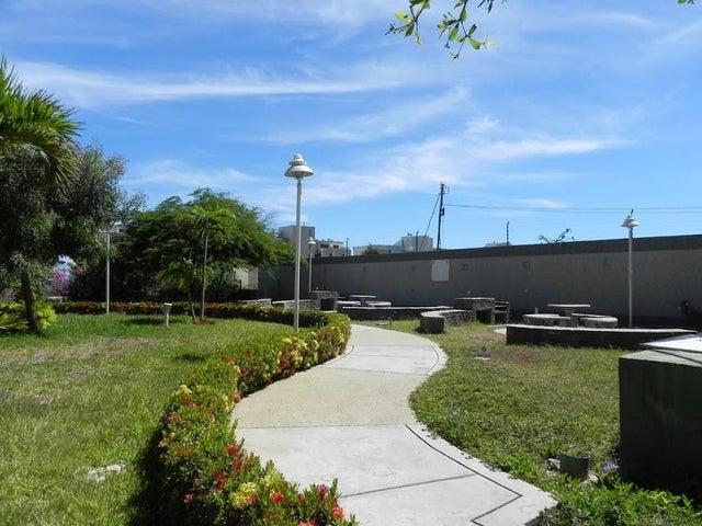 Apartamento Vargas>Catia La Mar>Playa Grande - Venta:170.784.000.000 Precio Referencial - codigo: 18-8686
