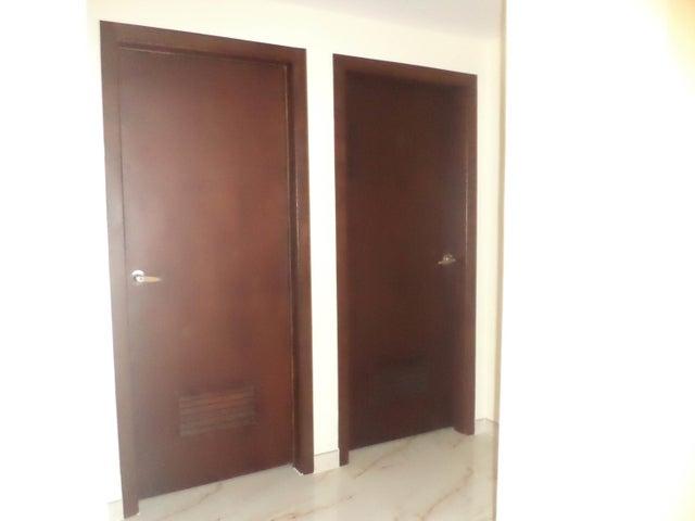 Apartamento Zulia>Maracaibo>Avenida Goajira - Alquiler:17.000 Precio Referencial - codigo: 18-8713