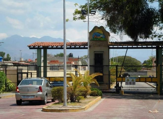 Casa Carabobo>San Joaquin>Altamira - Venta:875.000 Precio Referencial - codigo: 18-8748