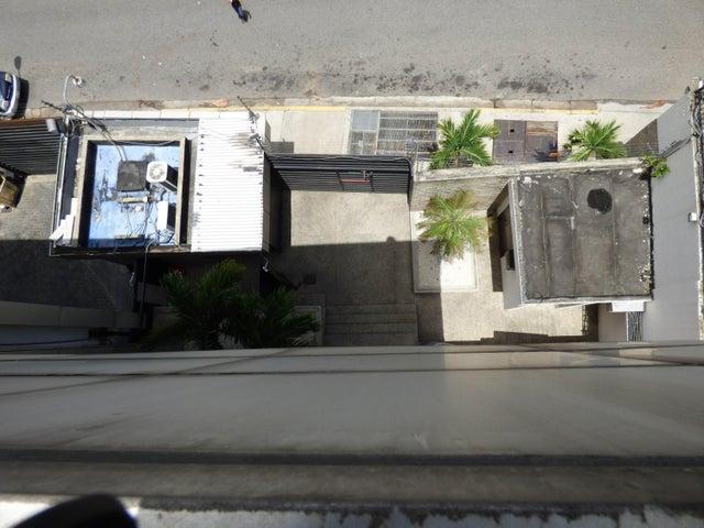 Edificio Distrito Metropolitano>Caracas>La Urbina - Venta:10.000.000 Precio Referencial - codigo: 18-10187