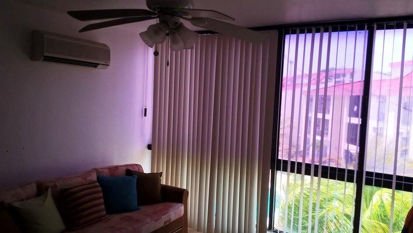 Apartamento Miranda>Higuerote>Agua Sal - Venta:22.000 US Dollar - codigo: 18-8760