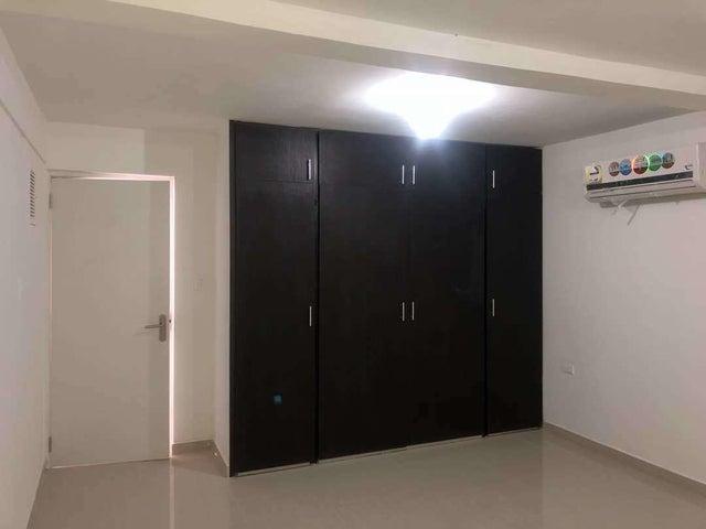 Apartamento Distrito Metropolitano>Caracas>La Boyera - Venta:45.000 Precio Referencial - codigo: 18-9559