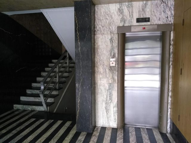 Consultorio Medico  Distrito Metropolitano>Caracas>Los Dos Caminos - Venta:60.000 Precio Referencial - codigo: 18-9702
