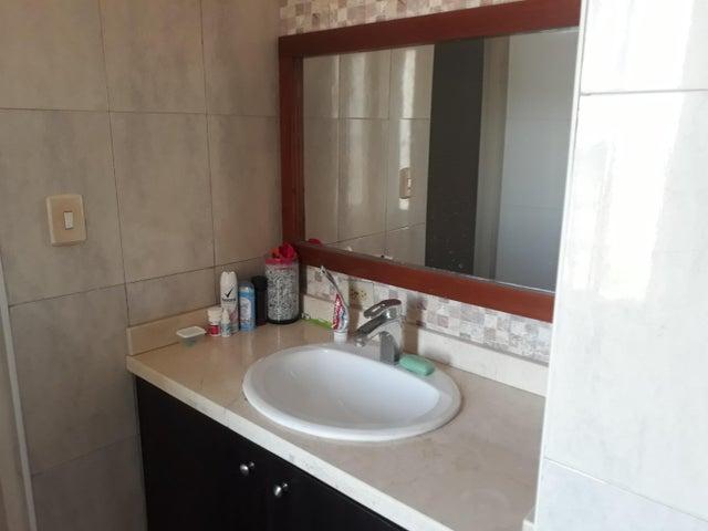 Apartamento Zulia>Maracaibo>Valle Claro - Venta:977.000 Precio Referencial - codigo: 18-9885