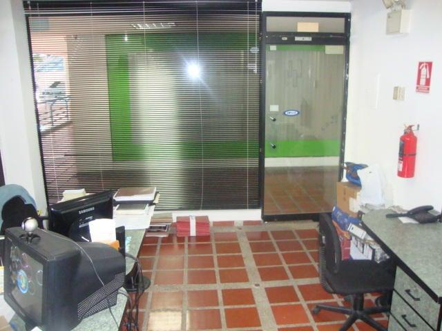 Local Comercial Lara>Barquisimeto>Parroquia Santa Rosa - Venta:15.000 Precio Referencial - codigo: 18-9904