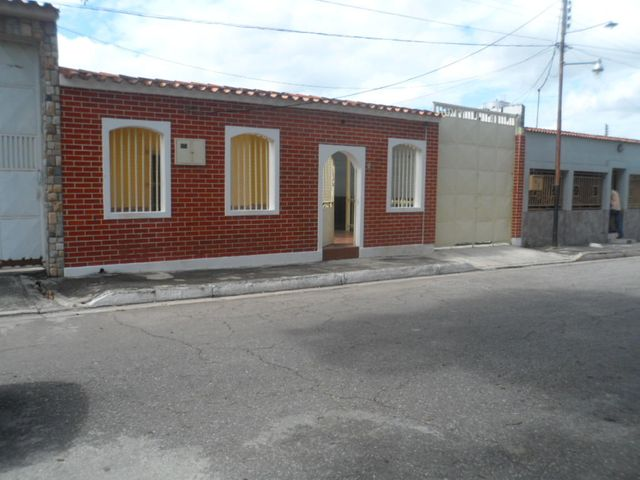 Casa Aragua>Turmero>El Macaro - Venta:9.950 US Dollar - codigo: 18-10024