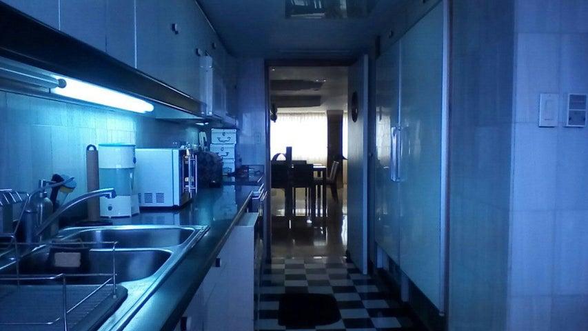 Apartamento Zulia>Maracaibo>Avenida El Milagro - Venta:60.000 Precio Referencial - codigo: 18-10025