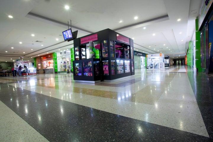 Local Comercial Portuguesa>Acarigua>Centro - Alquiler:811 US Dollar - codigo: 18-10076