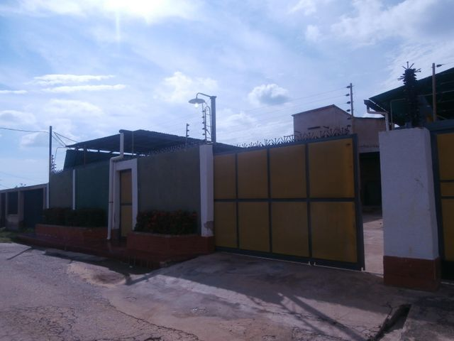 Galpon - Deposito Zulia>Ciudad Ojeda>La N - Alquiler:800 Precio Referencial - codigo: 18-10158