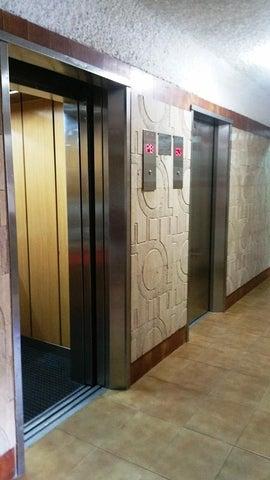 Apartamento Distrito Metropolitano>Caracas>El Cigarral - Venta:130.000 Precio Referencial - codigo: 18-10412