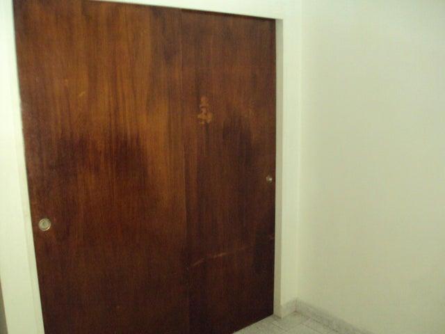 Apartamento Aragua>Maracay>Base Aragua - Venta:17.000 Precio Referencial - codigo: 18-15531