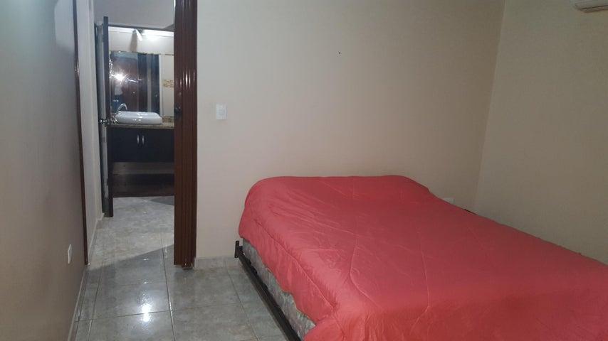 Casa Bolivar>Ciudad Bolivar>Sector Crúz Verde - Venta:220.000 Precio Referencial - codigo: 18-10528