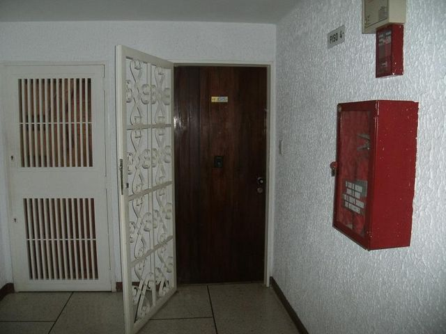 Apartamento Distrito Metropolitano>Caracas>Colinas de La California - Venta:70.000 Precio Referencial - codigo: 18-11505