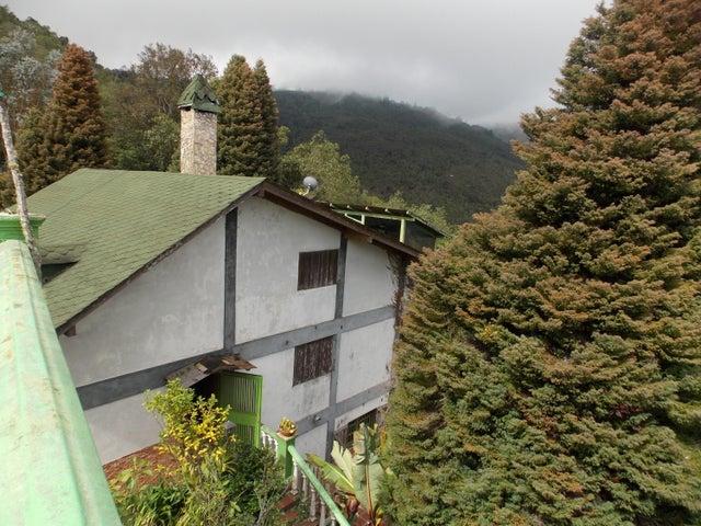 Casa Vargas>Parroquia Carayaca>El Junko Country Club - Venta:200.000 US Dollar - codigo: 18-11441