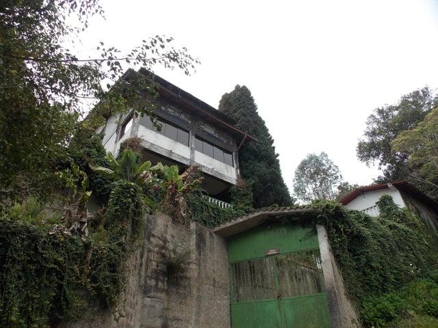 Casa Vargas>Parroquia Carayaca>El Junko Country Club - Venta:476.122.000 Precio Referencial - codigo: 18-11441