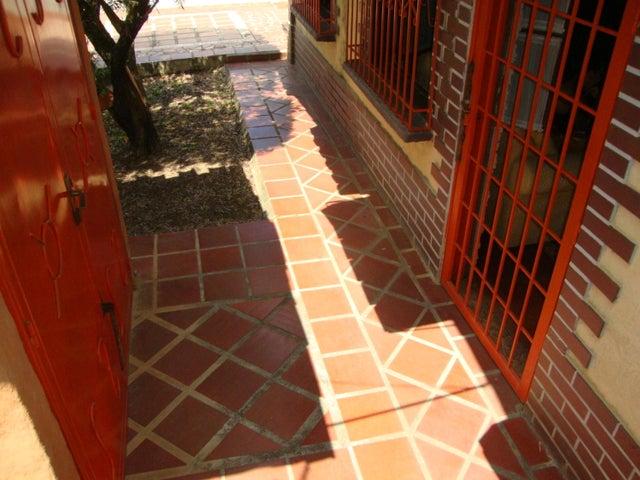 Casa Lara>Cabudare>Parroquia Agua Viva - Venta:2.327.000 Precio Referencial - codigo: 18-11562