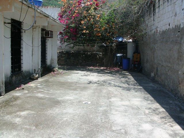 Casa Vargas>Parroquia Caraballeda>Los Corales - Venta:19.000 Precio Referencial - codigo: 18-11687