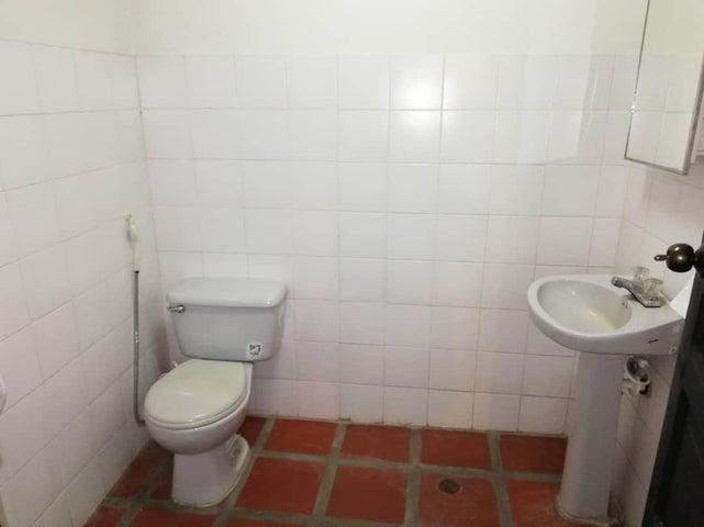 Local Comercial Zulia>Maracaibo>Santa Maria - Venta:30.000 Precio Referencial - codigo: 18-12761