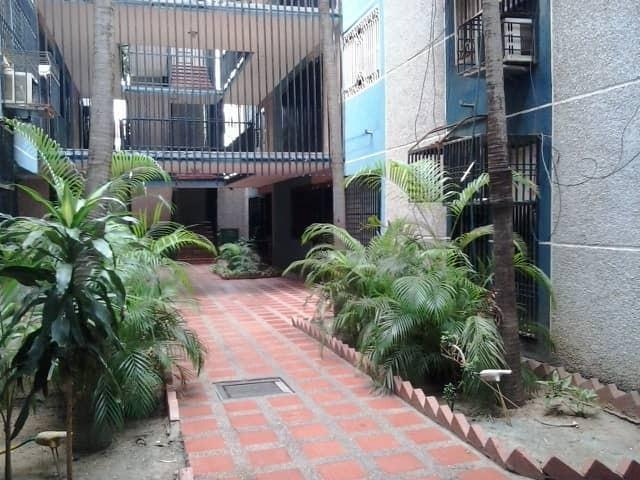 Apartamento Zulia>Maracaibo>Avenida Goajira - Venta:5.500 Precio Referencial - codigo: 18-11768