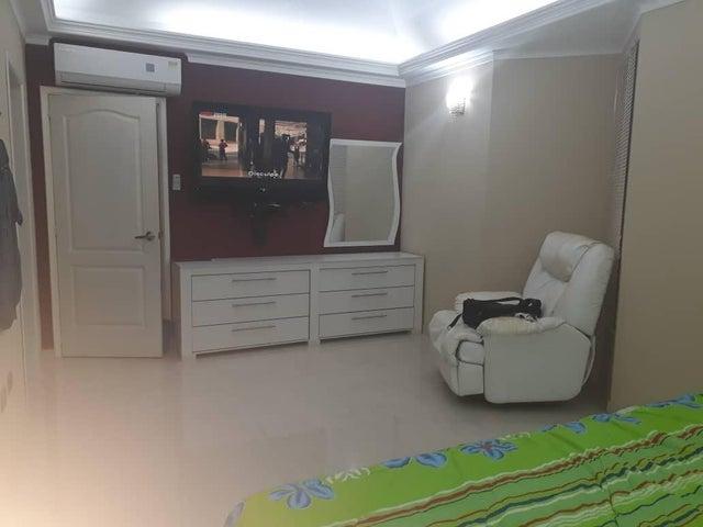 Townhouse Zulia>Maracaibo>Fuerzas Armadas - Venta:90.000 Precio Referencial - codigo: 18-12026