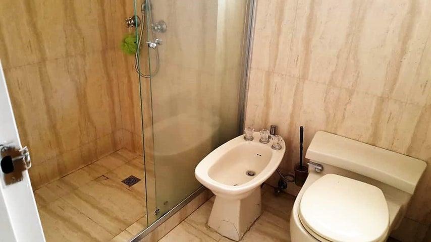 Apartamento Distrito Metropolitano>Caracas>La Castellana - Venta:480.000 Precio Referencial - codigo: 18-12161