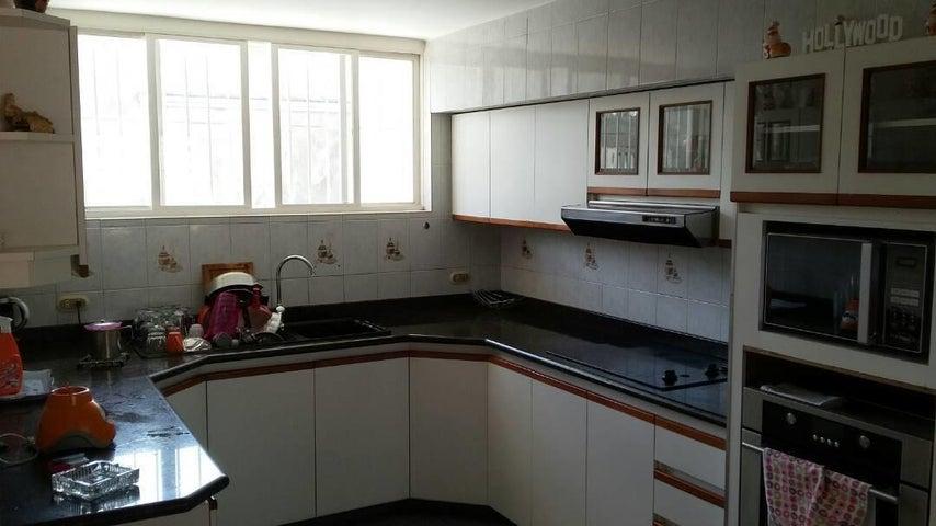 Casa Distrito Metropolitano>Caracas>Macaracuay - Venta:150.000 Precio Referencial - codigo: 18-12471
