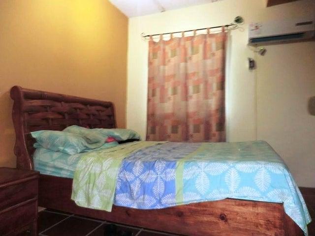 Casa Vargas>Catia La Mar>Playa Verde - Venta:28.500 Precio Referencial - codigo: 18-12769