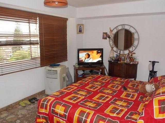 Apartamento Distrito Metropolitano>Caracas>El Marques - Venta:45.000 Precio Referencial - codigo: 18-12820