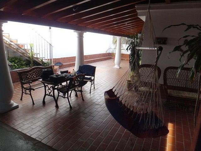 Casa Vargas>Catia La Mar>La colina de Catia la mar - Venta:180.000 Precio Referencial - codigo: 18-12842