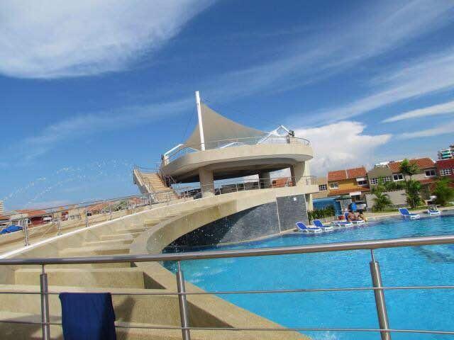 Townhouse Miranda>Higuerote>Puerto Encantado - Venta:359.378.000 Precio Referencial - codigo: 18-13067