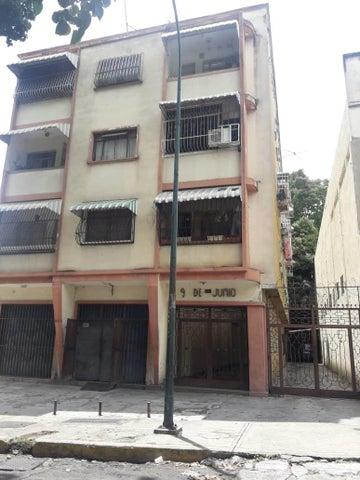 Apartamento Distrito Metropolitano>Caracas>Las Acacias - Venta:107.813.000 Precio Referencial - codigo: 18-12972