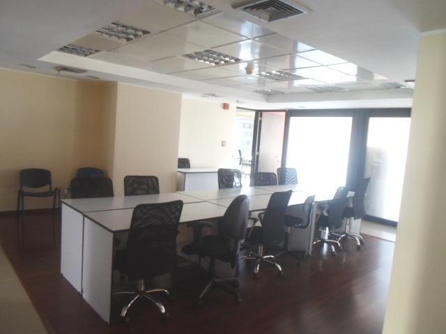 Oficina Distrito Metropolitano>Caracas>Chacao - Alquiler:2.300 Precio Referencial - codigo: 18-13021