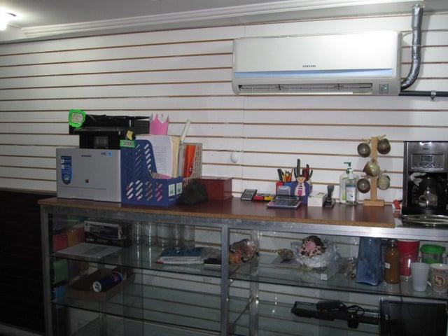 Local Comercial Aragua>Maracay>Avenida Bolivar - Venta:1.877.000 Precio Referencial - codigo: 18-13078