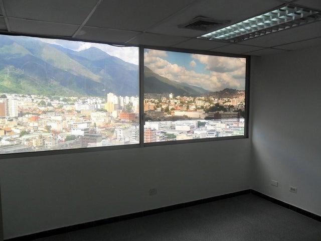Oficina Distrito Metropolitano>Caracas>Los Cortijos de Lourdes - Alquiler:33.000 Precio Referencial - codigo: 18-13086