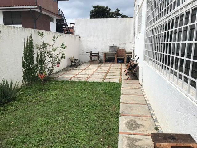 Casa Distrito Metropolitano>Caracas>Colinas de Vista Alegre - Venta:398.489.000 Precio Referencial - codigo: 18-13171