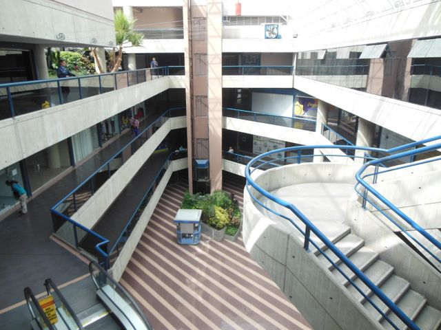 Local Comercial Miranda>San Antonio de los Altos>Las Minas - Venta:25.000 Precio Referencial - codigo: 18-13585