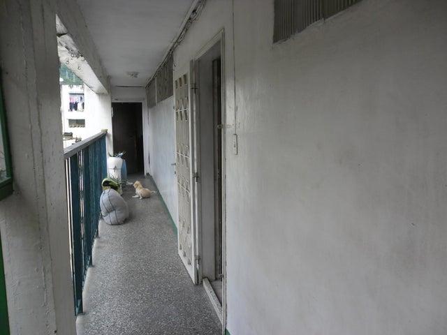 Apartamento Distrito Metropolitano>Caracas>Caricuao - Venta:13.500 Precio Referencial - codigo: 18-11796