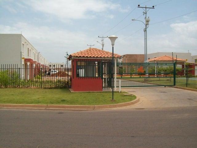 Townhouse Zulia>Maracaibo>Via La Concepcion - Venta:17.250.000 Precio Referencial - codigo: 18-13649