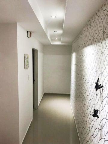 Apartamento Aragua>Maracay>Base Aragua - Venta:95.000 Precio Referencial - codigo: 18-14465