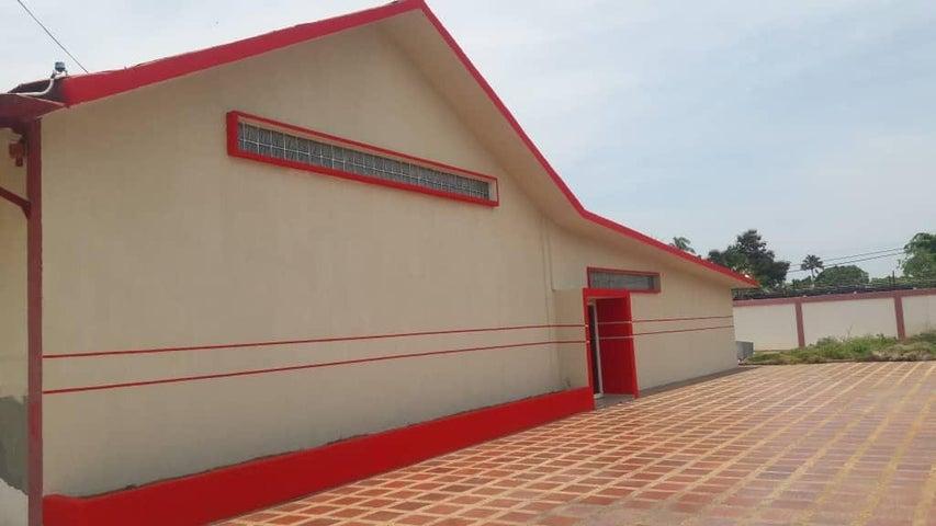 Galpon - Deposito Zulia>Ciudad Ojeda>Las Morochas - Venta:300.000 Precio Referencial - codigo: 18-13865