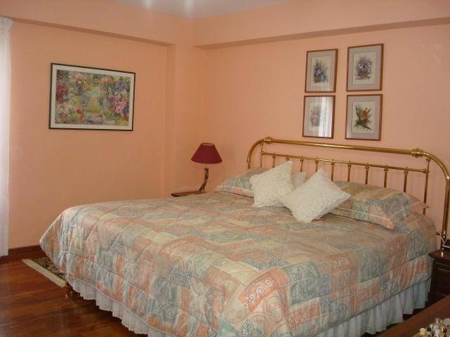 Apartamento Distrito Metropolitano>Caracas>Los Naranjos del Cafetal - Venta:160.000 Precio Referencial - codigo: 18-14275