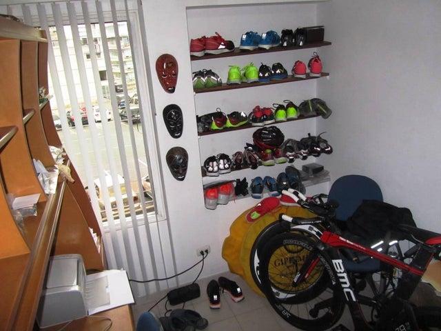 Apartamento Distrito Metropolitano>Caracas>Los Palos Grandes - Venta:90.000 Precio Referencial - codigo: 18-14239