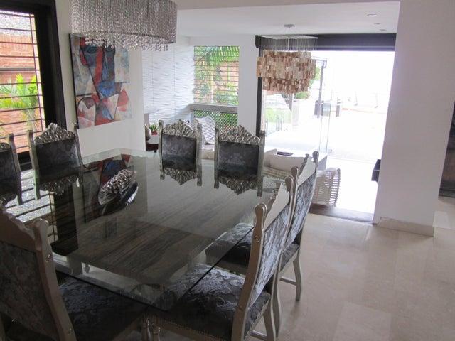 Casa Distrito Metropolitano>Caracas>Alto Hatillo - Venta:1.400.000 Precio Referencial - codigo: 18-14242