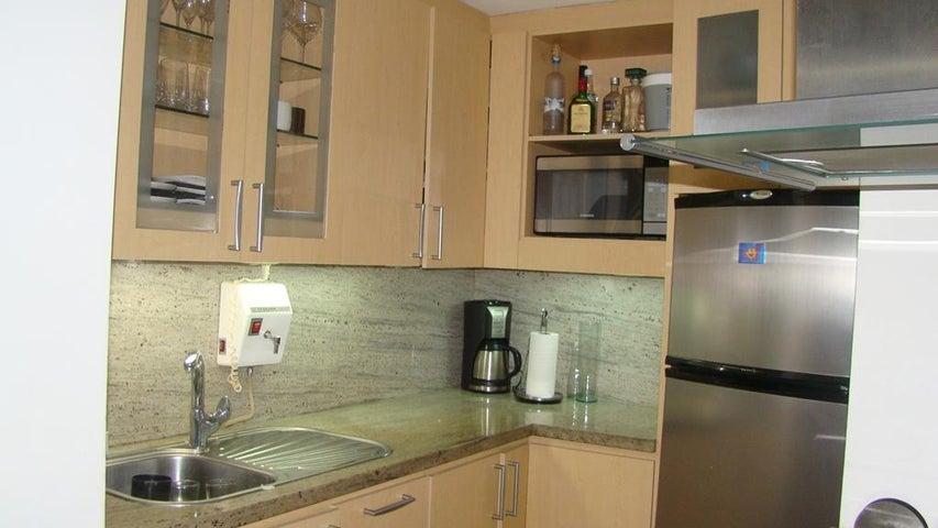 Apartamento Distrito Metropolitano>Caracas>Lomas de Las Mercedes - Venta:100.000 Precio Referencial - codigo: 18-14244