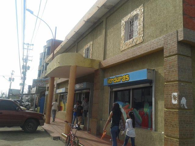 Local Comercial Zulia>Ciudad Ojeda>Avenida Bolivar - Alquiler:120 Precio Referencial - codigo: 18-14425