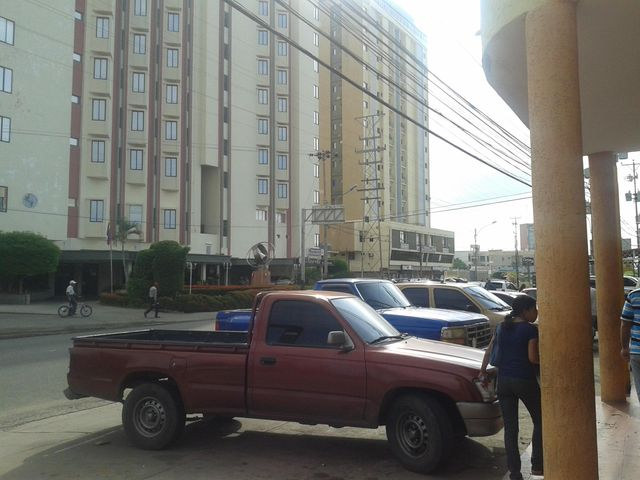 Local Comercial Zulia>Ciudad Ojeda>Avenida Bolivar - Alquiler:150 Precio Referencial - codigo: 18-14427