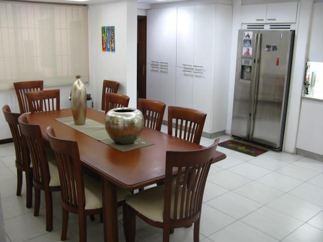 Casa Distrito Metropolitano>Caracas>Santa Fe Norte - Venta:300.000 Precio Referencial - codigo: 18-14965