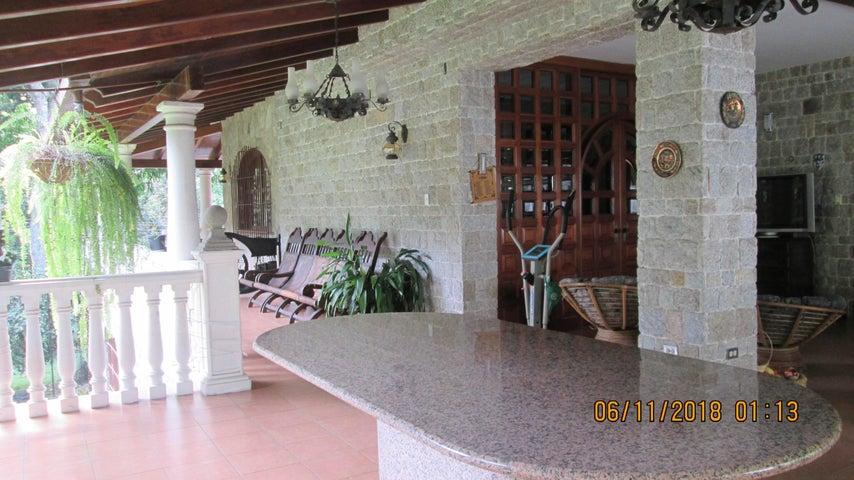 Casa Aragua>Maracay>El Castaño (Zona Privada) - Venta:2.164.053.000 Precio Referencial - codigo: 18-15130
